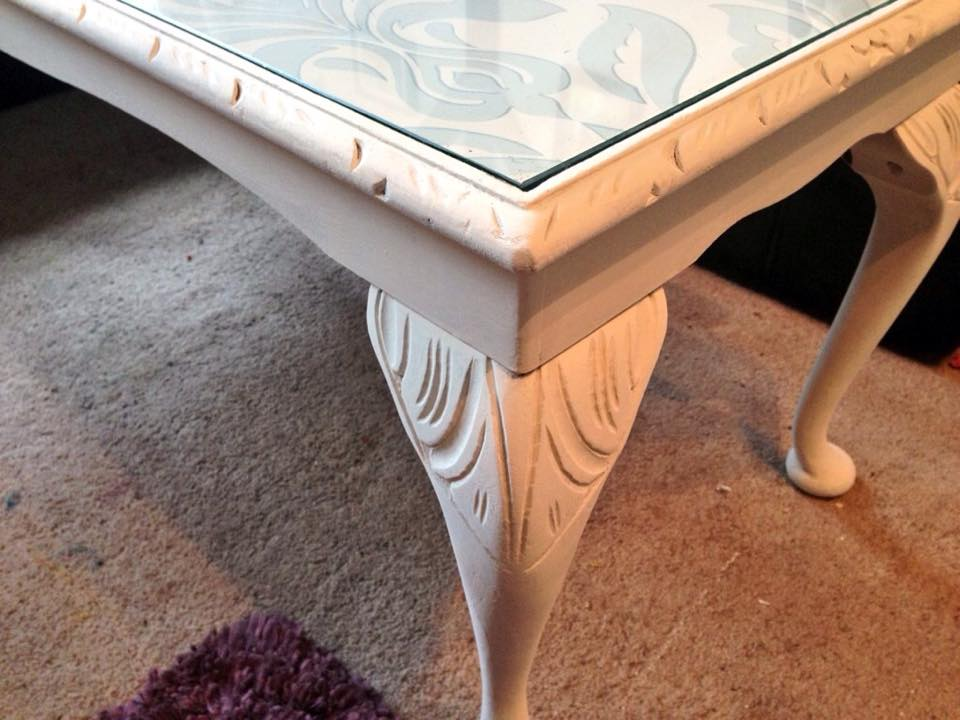 Superbe Queen Anne Style Coffee Table